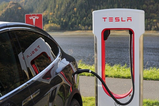 Tesla Ladegerät